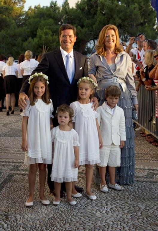 Alexia de Grecia, hermana del novio, con su marido, Carlos Morales, y sus hijos  Arrieta, Ana María, Carlos y Amelia