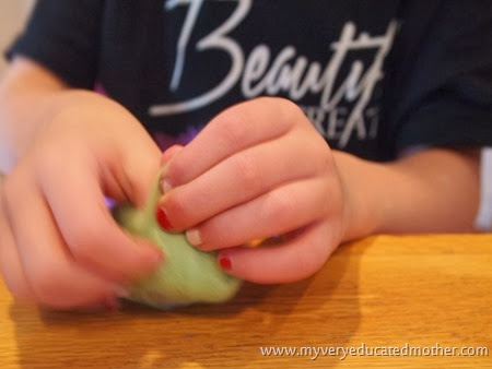 5 Tucking and wrapping with roving #DIY #recycledcraft #giftidea #greenliving