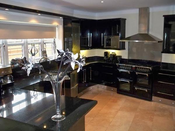 Black_Kitchen_cabinets_design Black Kitchen Cabinets