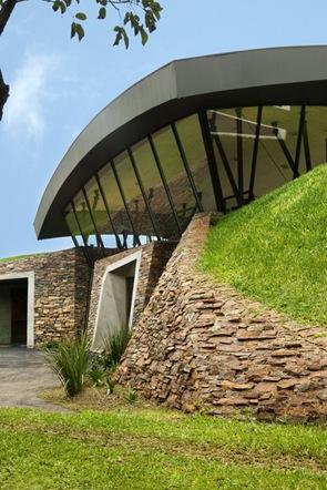 Muro de piedra vista Dos casas en Luque por BAUEN