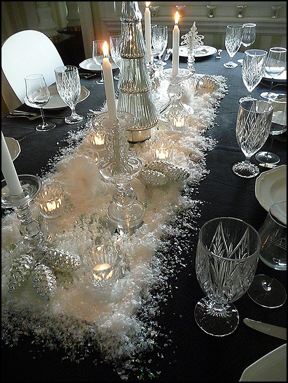 Christmas dining room black 2011 006 (600x800)