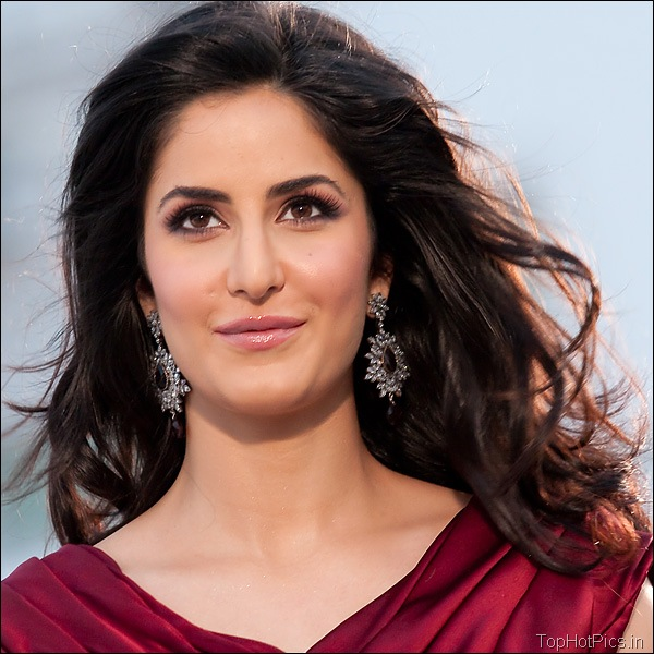 Katrina Kaif Hot Hd Pics in Red Dress 3