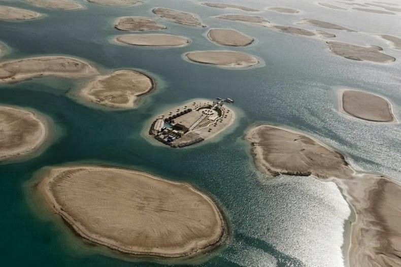 Dubais enormous the world artificial archipelago amusing planet world islands dubai 16 gumiabroncs Image collections
