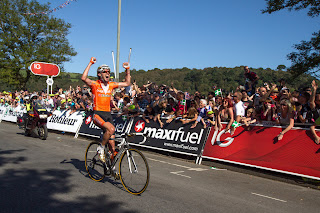 Samuel Sanchez celebrates his team-mate's stage win
