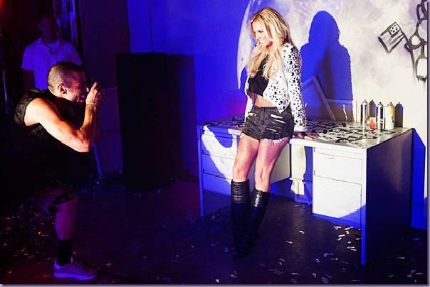 Britney-Spears-VMA-2011-Adrien