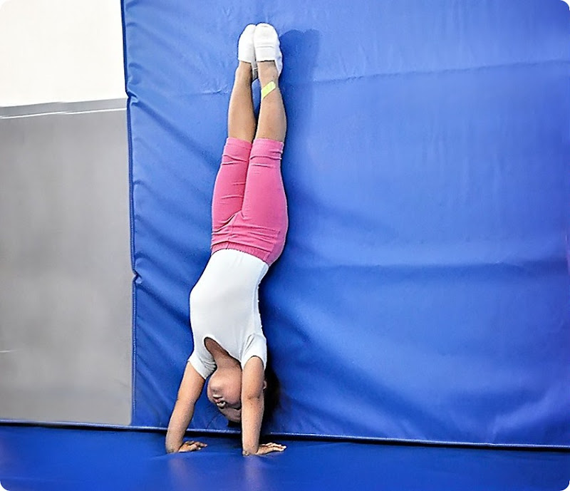 Hand-stand2a