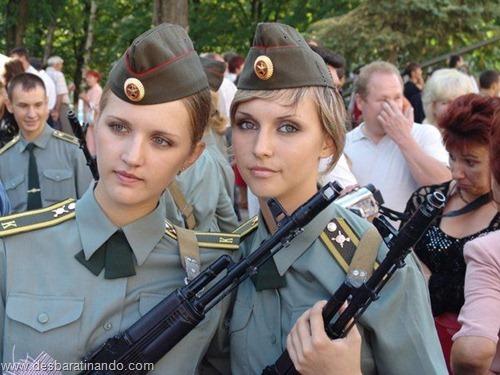 gatas armadas mulheres lindas com armas sexys sensuais desbaratinando (39)