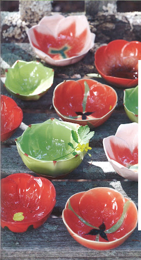 These tomato-red and lettuce-green bowls have me thinking about a summer palette.