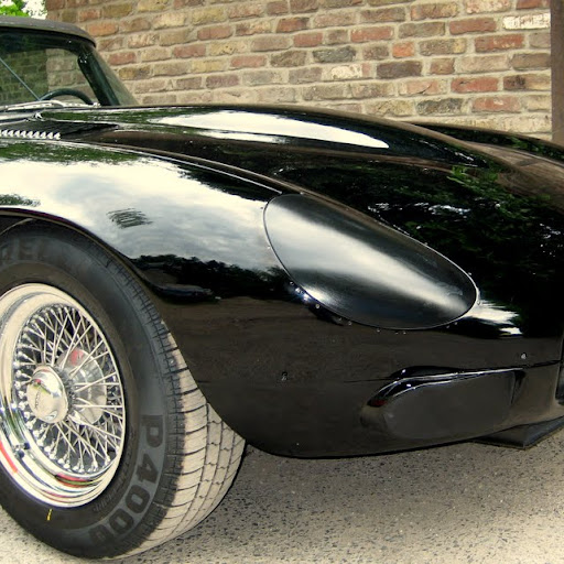 Prototype: The Vision of the Master-Line Jaguar XK-E, with Head-Light-Cover-Kit. The Head-Lamp-Cover Conversion-Kit made by designer Stefan Wahl in the tradition of Malcolm Sayer. / Jaguar e-Type mit Scheinwerferabdeckungen, designed und hergestellt von Designer Stefan Wahl in der Tradition von Malcolm Sayer.