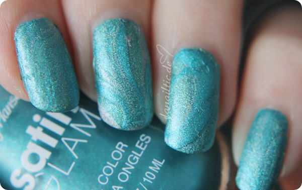 "NOTD watermarble nailart Sally Hansen ""teal tulle"" + Catrice ""holo in one"" + Catrice ""gem into the future"""