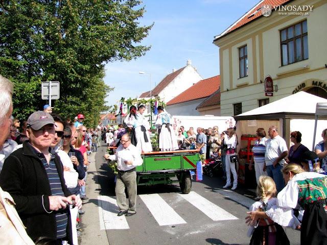 2011-vinobranie-modra-07.jpg