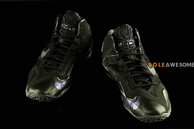nike lebron 11 gr triple black 2 05 Detailed Look at the Nike LeBron XI Black Out (616175 090)