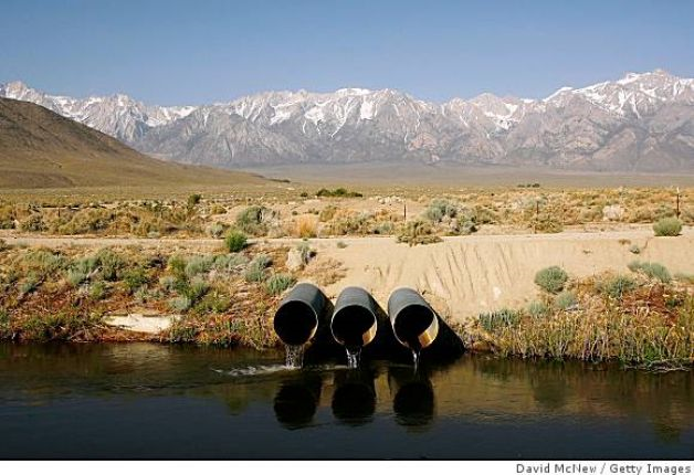 The Los Angeles Aqueduct carries water from the snowcapped Sierra Nevada Mountains, which carry less snow than normal, to major urban areas of southern California on 9 May 2008 near Lone Pine, California. Photo: David McNew / Getty Images