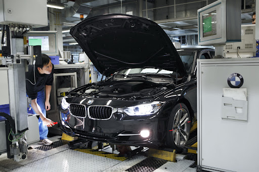 2012-BMW-3-Series-26.jpg