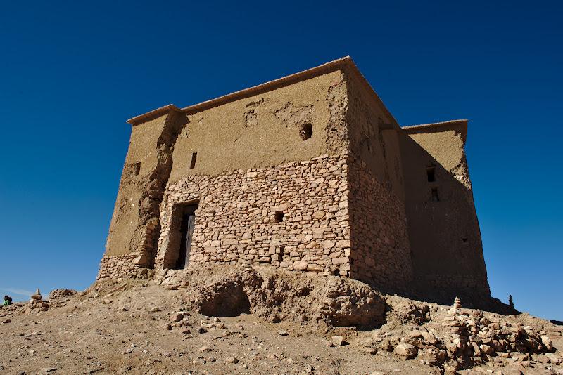 Cel mai de pret avut al satului, granarul fortificat.