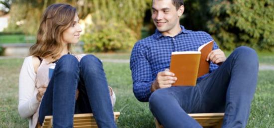 Casal-conversando-leitura