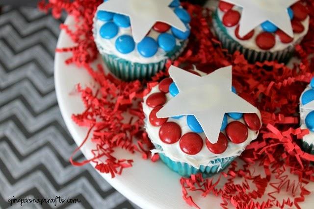 http://lh3.ggpht.com/-EbaJSnw-YH8/VBT3i9EH73I/AAAAAAAAZeA/TWQ21eIatck/Captain-America-cupcakes-shop_thumb1.jpg?imgmax=800
