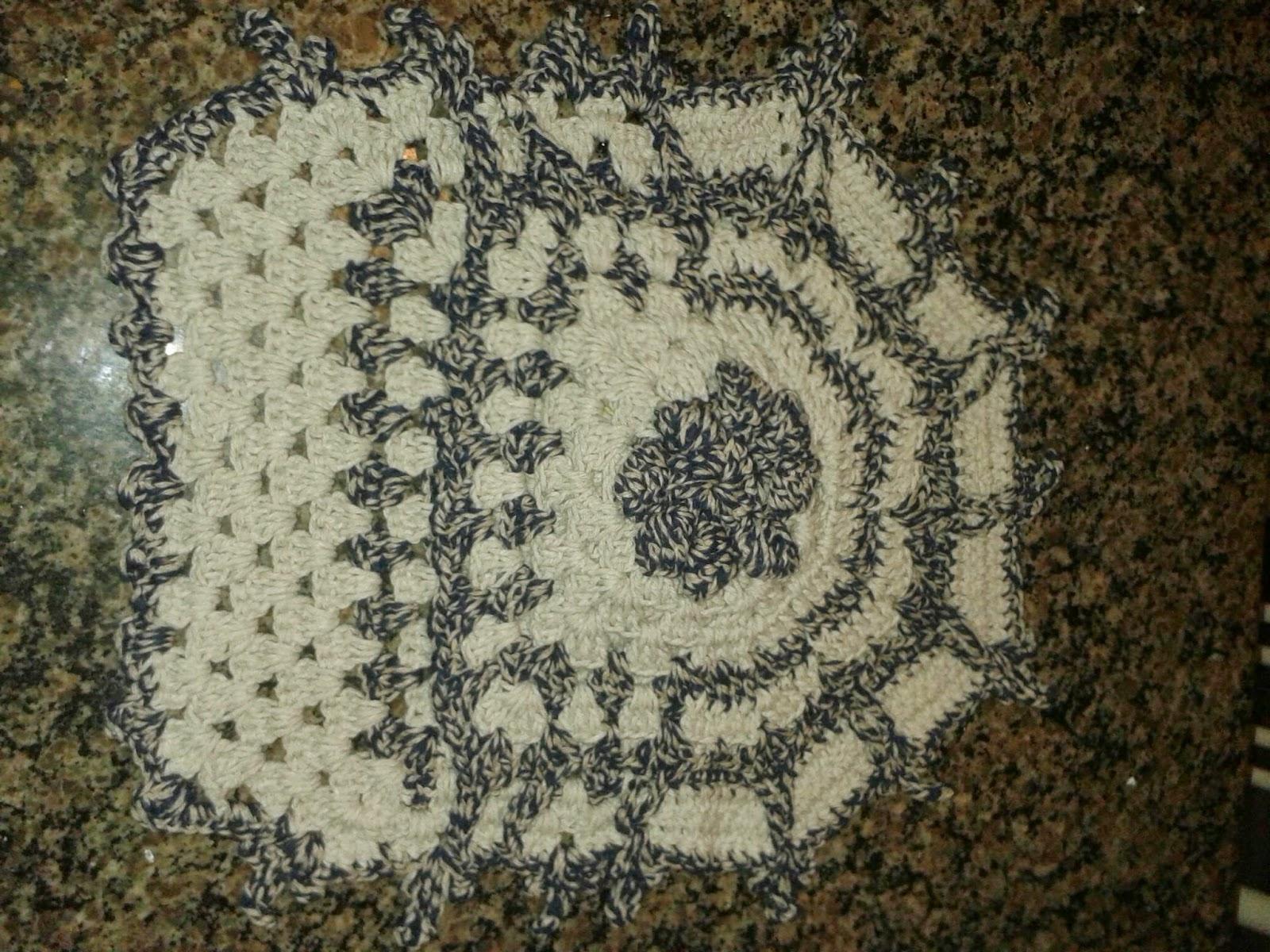 Crochê Da Nete: Jogo de banheiro Cinza Flor Nathy #5B4E32 1600x1200 Banheiro Amarelo Com Cinza