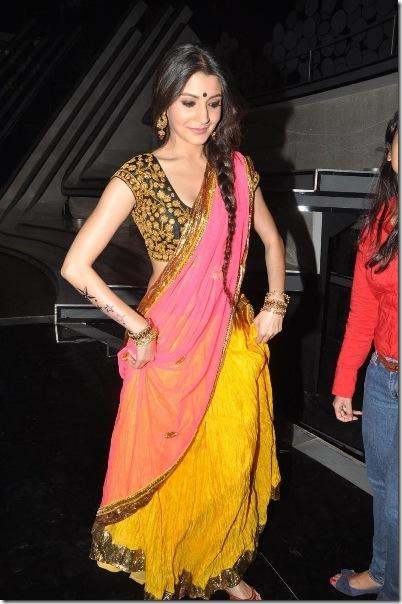 anushka-sharma-promoting-her-new-movie-6