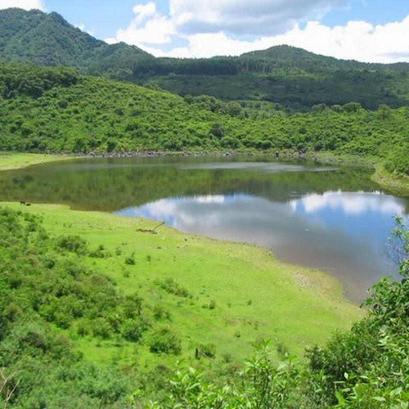 Las lagunas de Yala son espejos de agua en altura en medio de una vegetación exuberante.