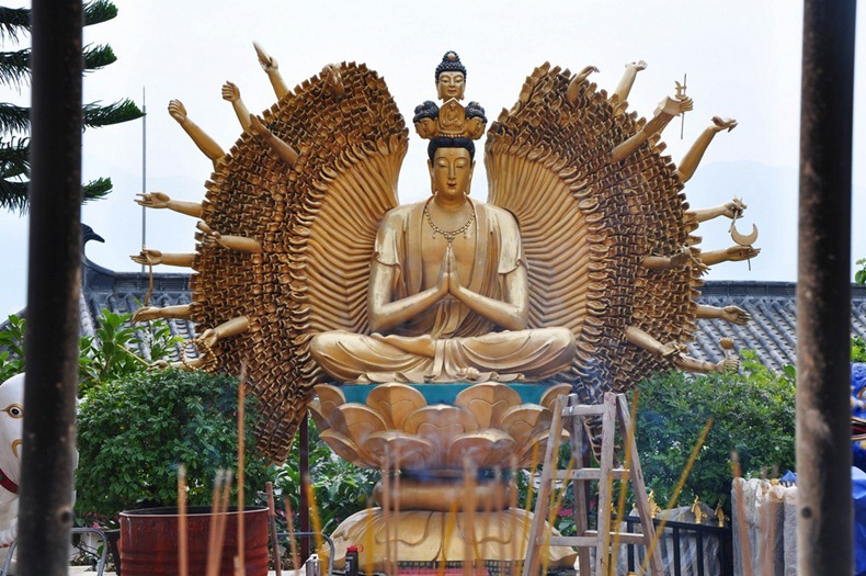 10000-buddhas-monastery-1