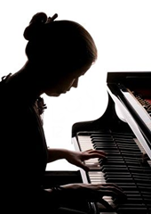 piano girl