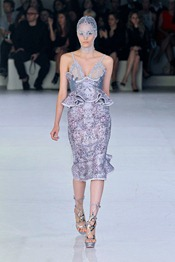 ALEXANDER-MCQUEEN-SPRING-2012-RTW-PODIUM-011_runway