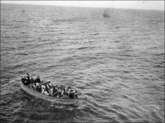 E9913 - lifeboats.jpg