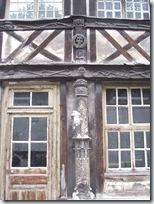 2011.07.08-023 détail morbide de l'aître St-Maclou