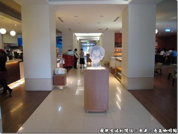 台南奇美咖啡館。奇美咖啡館成大店的走廊。