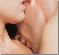 casal-em-beijo-sensual
