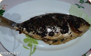 Riba marinovannaja v limone s zelenju i chesnokom