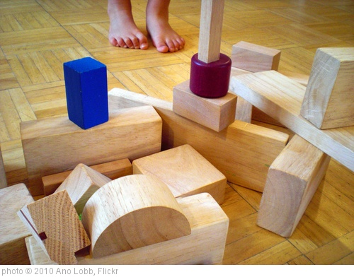 'Children's building blocks_Horizontal' photo (c) 2010, Ano Lobb - license: http://creativecommons.org/licenses/by/2.0/