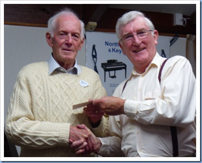 Club President, Gordon Sutherland, thanking Rendall for his wonderful Concert. Photo courtesy of Peter Littlejohn.