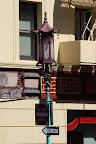 Subtil lampadaire par le truchement du quartier chinois (plutot grand par rapport au Chinatown de New York)