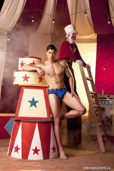 Vince Ferraren Cirque de Bench (2)