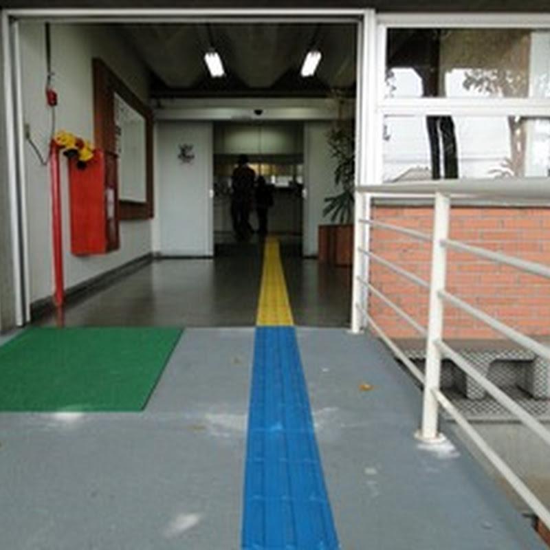 Sede da Prefeitura ganha faixa tátil para acesso de deficientes visuais