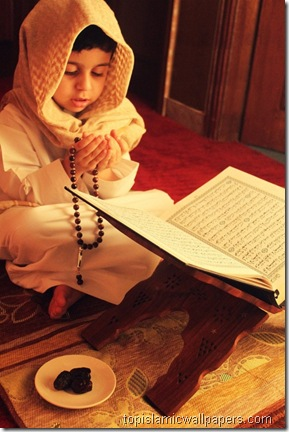 boy_making_dua_after_reading_quran_islamic_pics