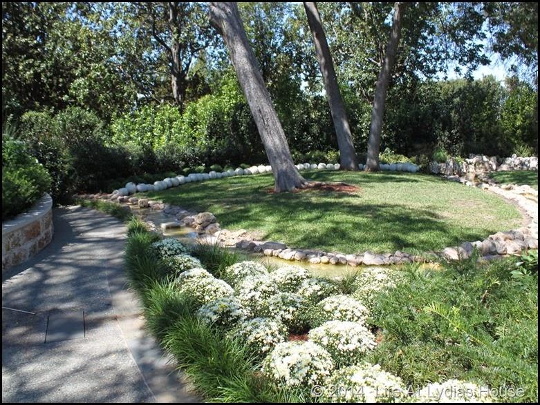 Dallas Arboretum - pumpkin festival-white garden 3