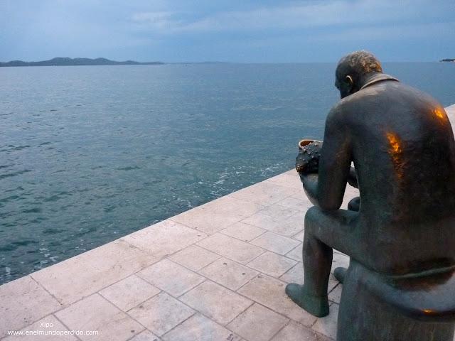 escultura-paseo-maritimo-de-zadar-al-atardecer.JPG
