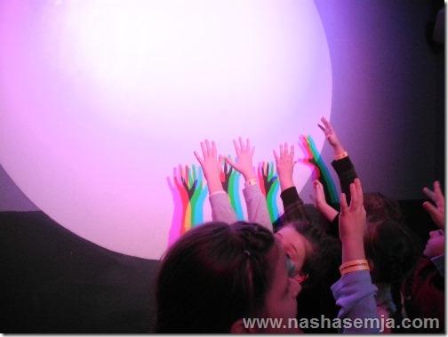 Экспериментаниум: дети играют со светом