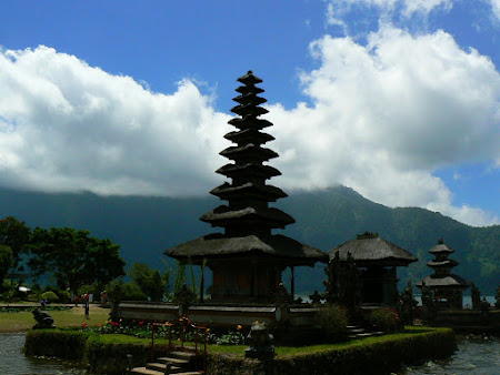What to do in Bali: Visit the Bedugul temple