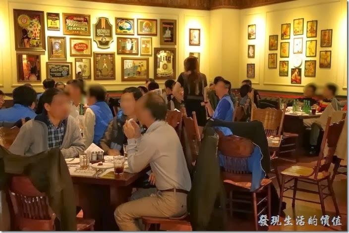 台北-佩斯坦咖啡館。餐廳的用餐氣氛其實是不錯的,這是一樓的景致,個人感覺二樓更棒。