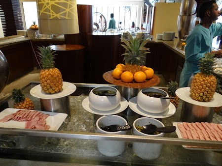 30, Mic dejun - fructe si mezeluri.JPG