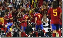 Spain-celebrate-scoring-t-007