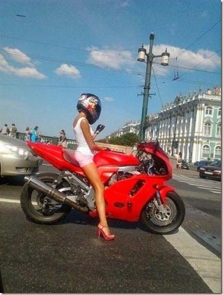 women-street-walkers-024