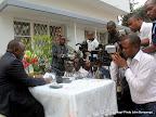 A gauche, Mbusa Nyamwisi, candidat à la présidentielle 2011, lors d'une conférence de presse. Radio Okapi/ Ph. John Bompengo