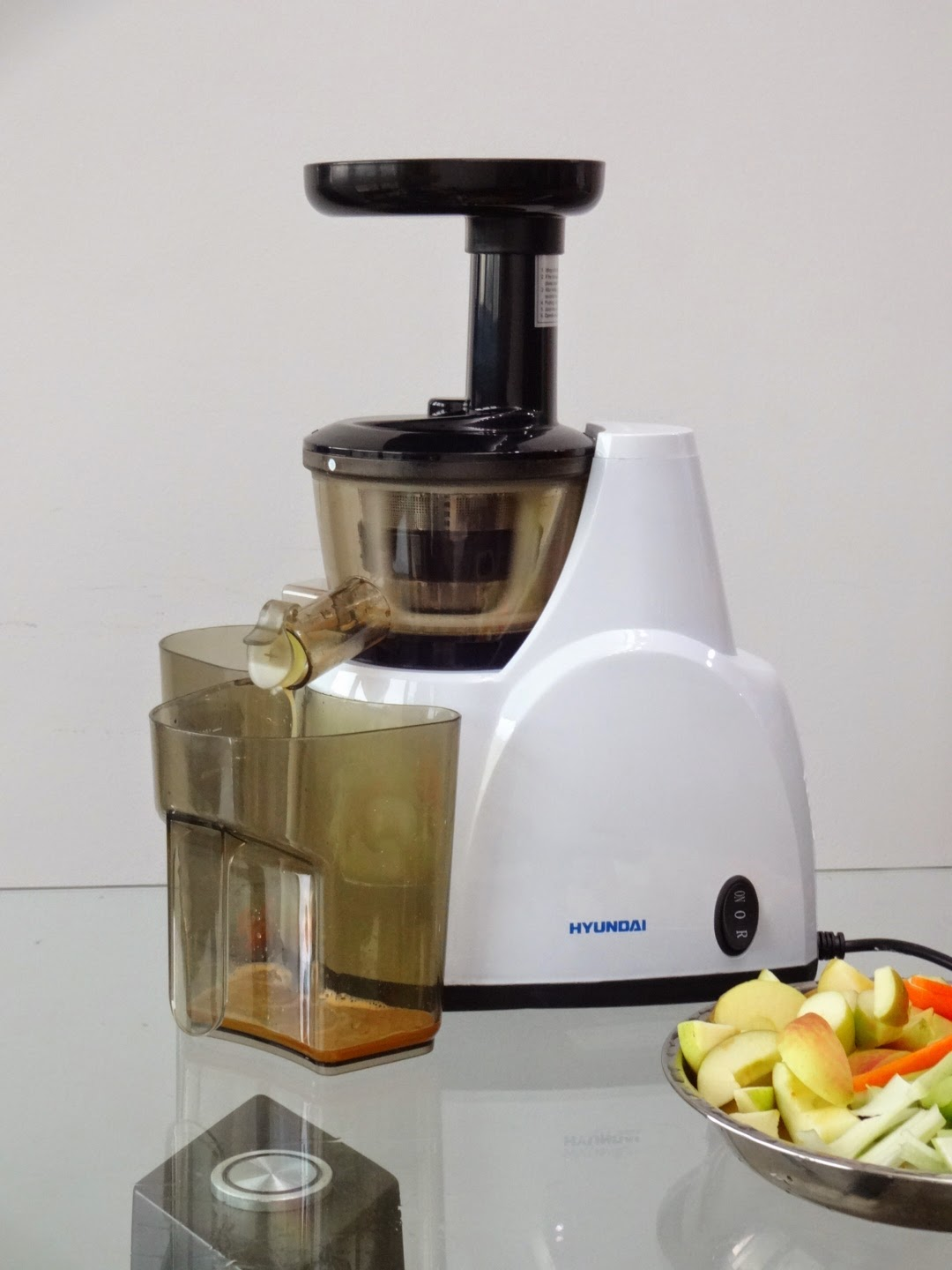 Hyundai Slow Juicer Hysj 7730 : a day in the life of a BE@RBRICK: Hyundai Slow Juicer [Updated]