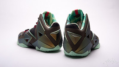 nike lebron 11 gr parachute gold 3 08 kings pride Nike LeBron XI Kings Pride   Detailed Look & Package