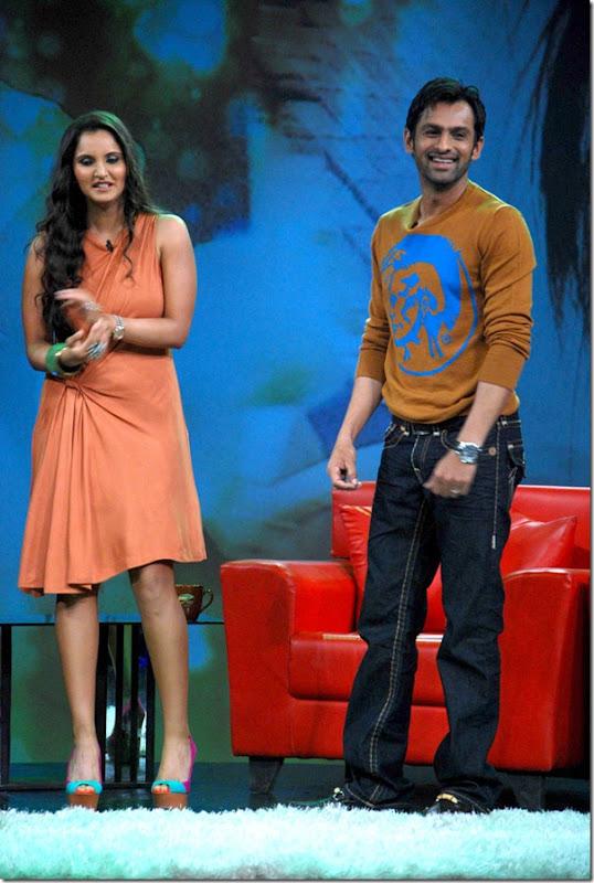 """Shoaib Malik and Sania Mirza on Raveena's show """"Isi ka Naam Zindagi Hai""""s"""